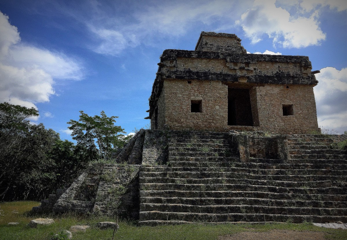 Visit Templo de las Siete Muñecas on the Spring and Fall equinoxes to view the light phenomenon.