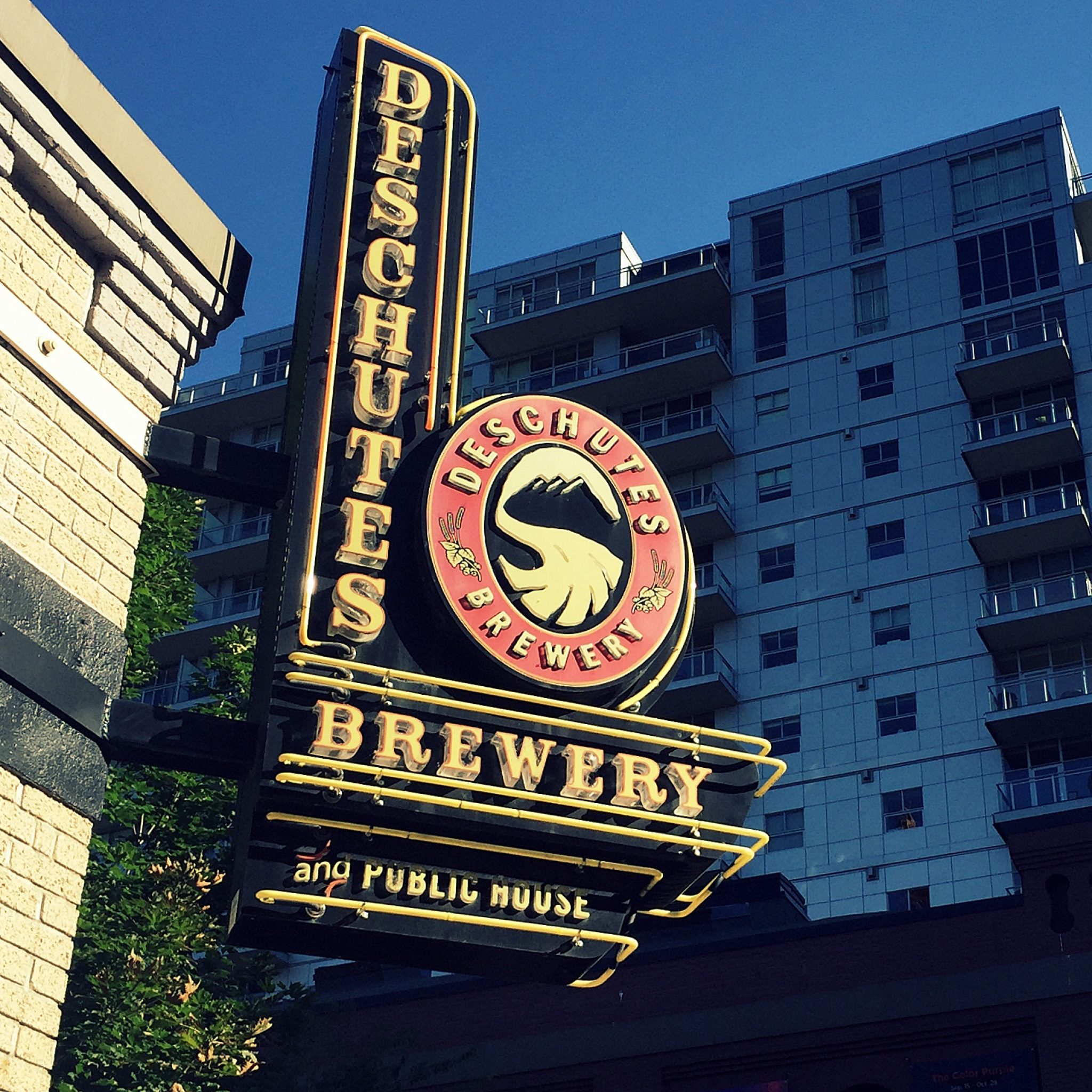 Many brewery restaurants offer food menus that go way beyond pretzels (although pretzels at Deschutes rock!).