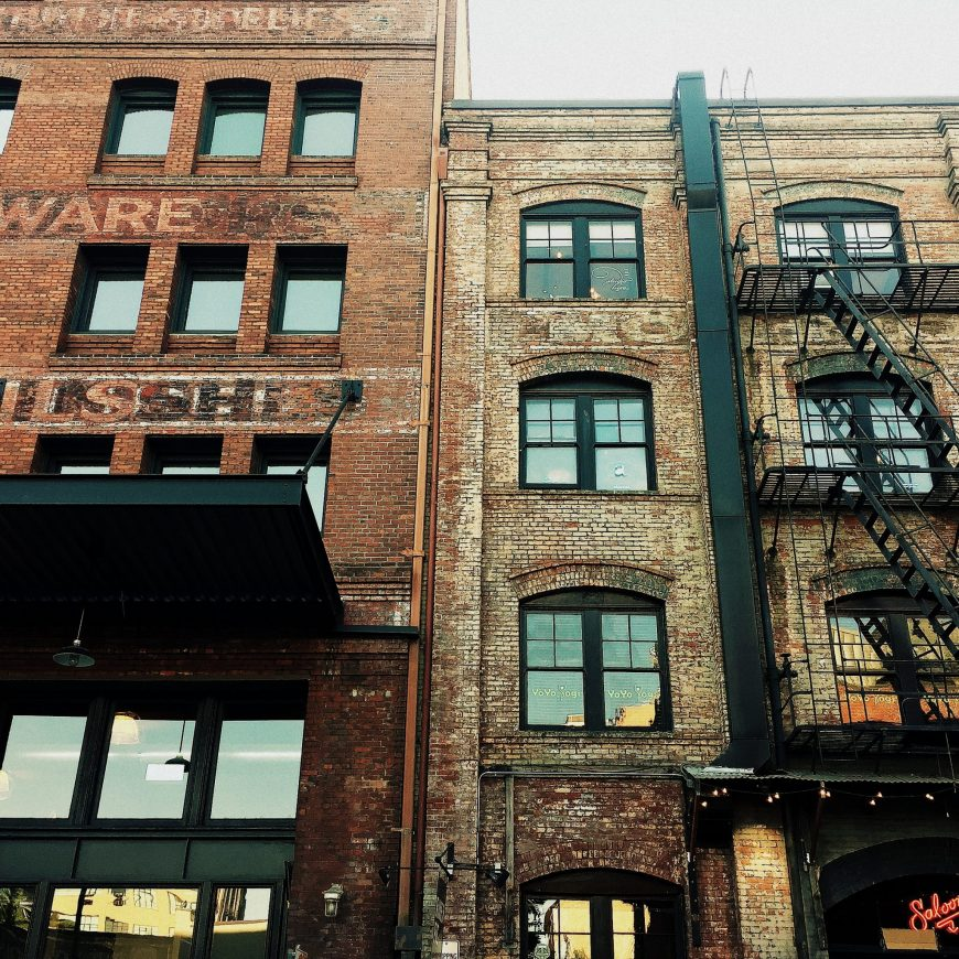 The Pearl District, once occupied by warehouses, is now known for art galleries, trendy eateries, hotels and converted lofts.